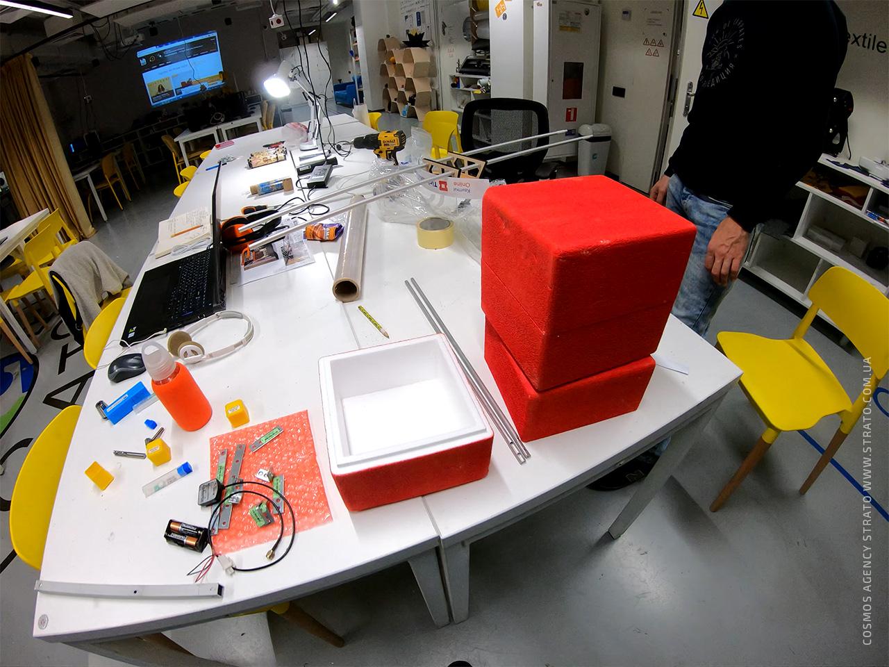 Сборка конструкции стратостата в лаборатории FabLab